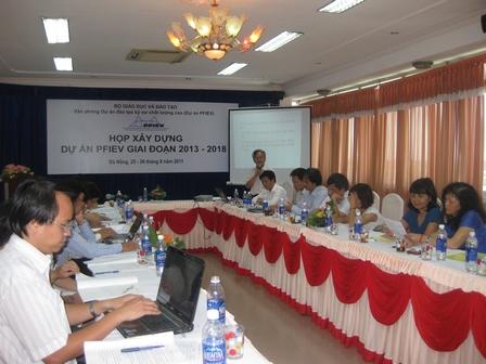 Ông Nguyễn Đức Chỉnh, Giám đốc Chương trình PFIEV giới thiệu nội dung họp - 142.6kb