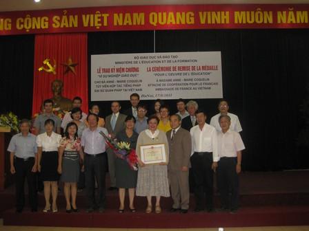 Photo de souvenir des participants à la cérémonie - 46.8ko