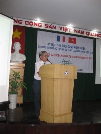 Ông Nguyễn Đức Chỉnh, giám đốc dự án giới thiệu nội dung kỳ họp thứ 3 Hội đồng hoàn thiện quốc gia Chương trình PFIEV - 78.8kb