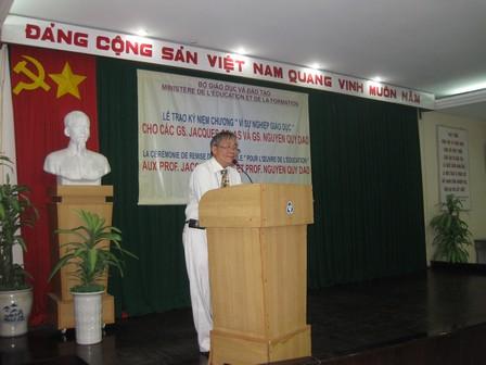 Giáo sư NGUYEN Quy Dao phát biểu ý kiến - 45.2kb